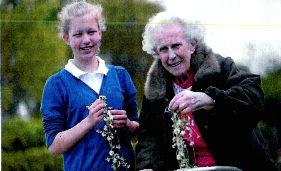 Daisy chain links the generations