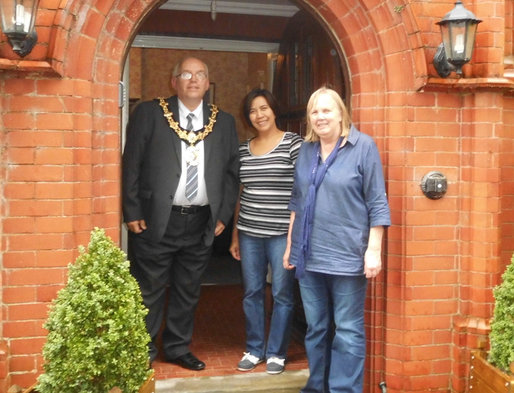 We welcome Northwich mayor to staff at Redwalls nursing care home