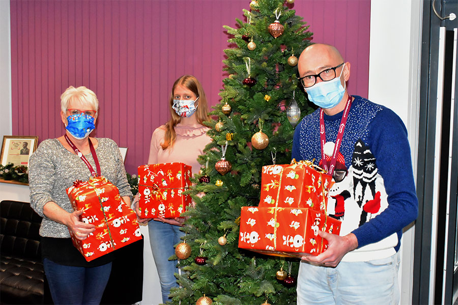 Kingsley makes festive gifts presentation to school
