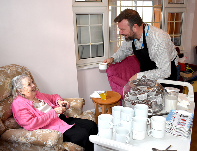 Mayor volunteer for the day at Allonsfield House care home