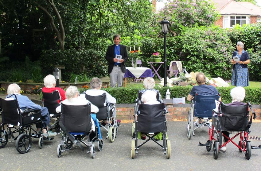 Sharston House nursing home opens memorial garden with special service